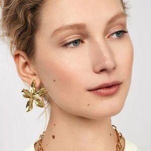 Jewelry - 🎉Gold Chic Flower Stud Earrings
